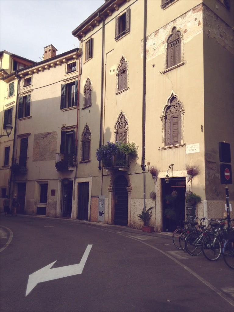 Verona | Julie Fahrenheit