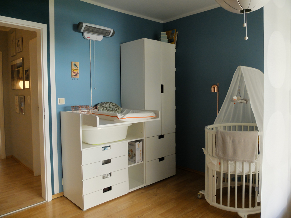 Eine ecke f rs baby julie fahrenheit for Kinderbett kleines zimmer