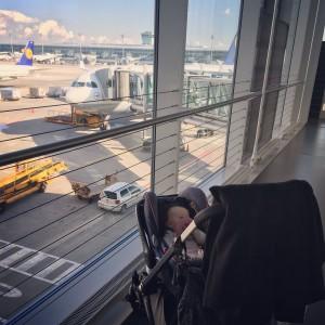 Fliegen mit Baby - Tricks und Tipps | Julie Fahrenheit