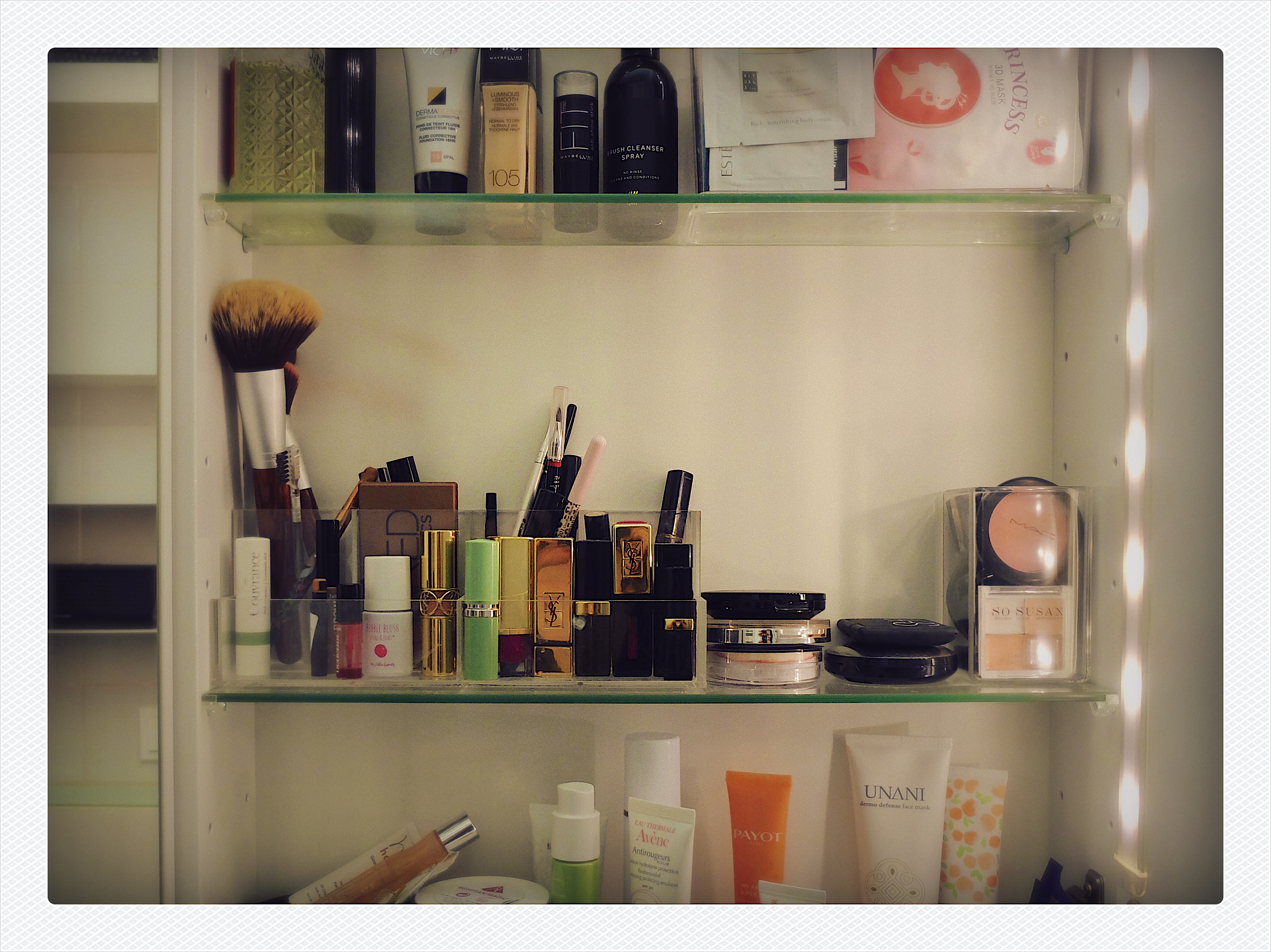 Badezimmervoyeurismus | Julie Fahrenheit